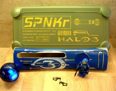 Package included a SPNKR Ammo box that held a custom blue Halo 3 plate, a battle-damaged blue Spartan Kubrick, and a